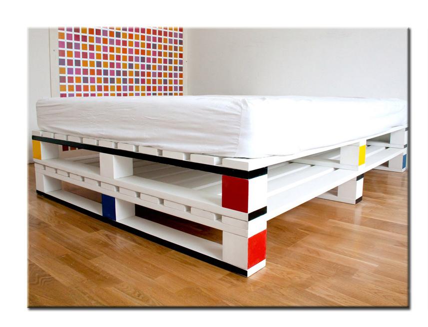 Кровать из поддона своими руками