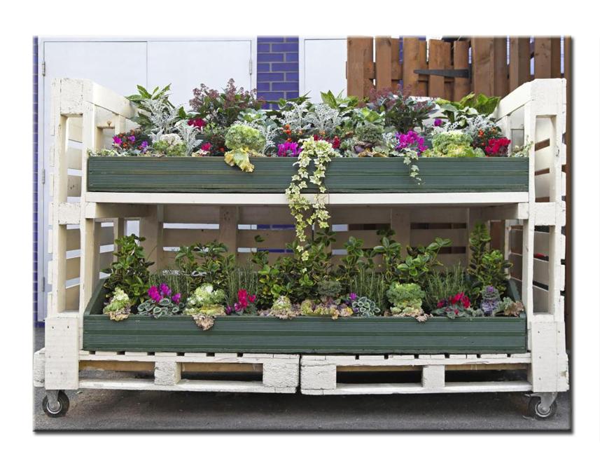 Ящики для цветов из поддонов своими руками 32
