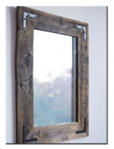 Зеркало в рамке из поддона в ванную
