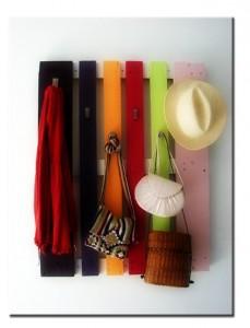Вешалка разноцветная из поддона в прихожую