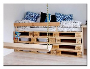 Кроватка из поддона для детской комнаты