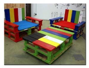 Набор мебели из поддонов в детскую