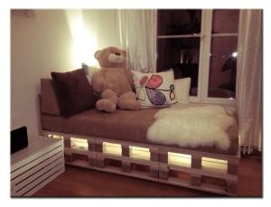 Кроватка из поддонов для детской комнаты