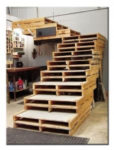 Лестница из паллет для дачи