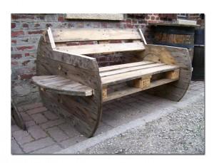 Диваны, скамейки из паллет для дачи